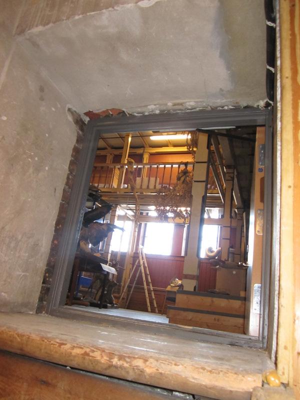 """Den """"hemmelig"""" inngangen til Tårnsalen - festlig å flytte objekter ut gjennom denne døren"""