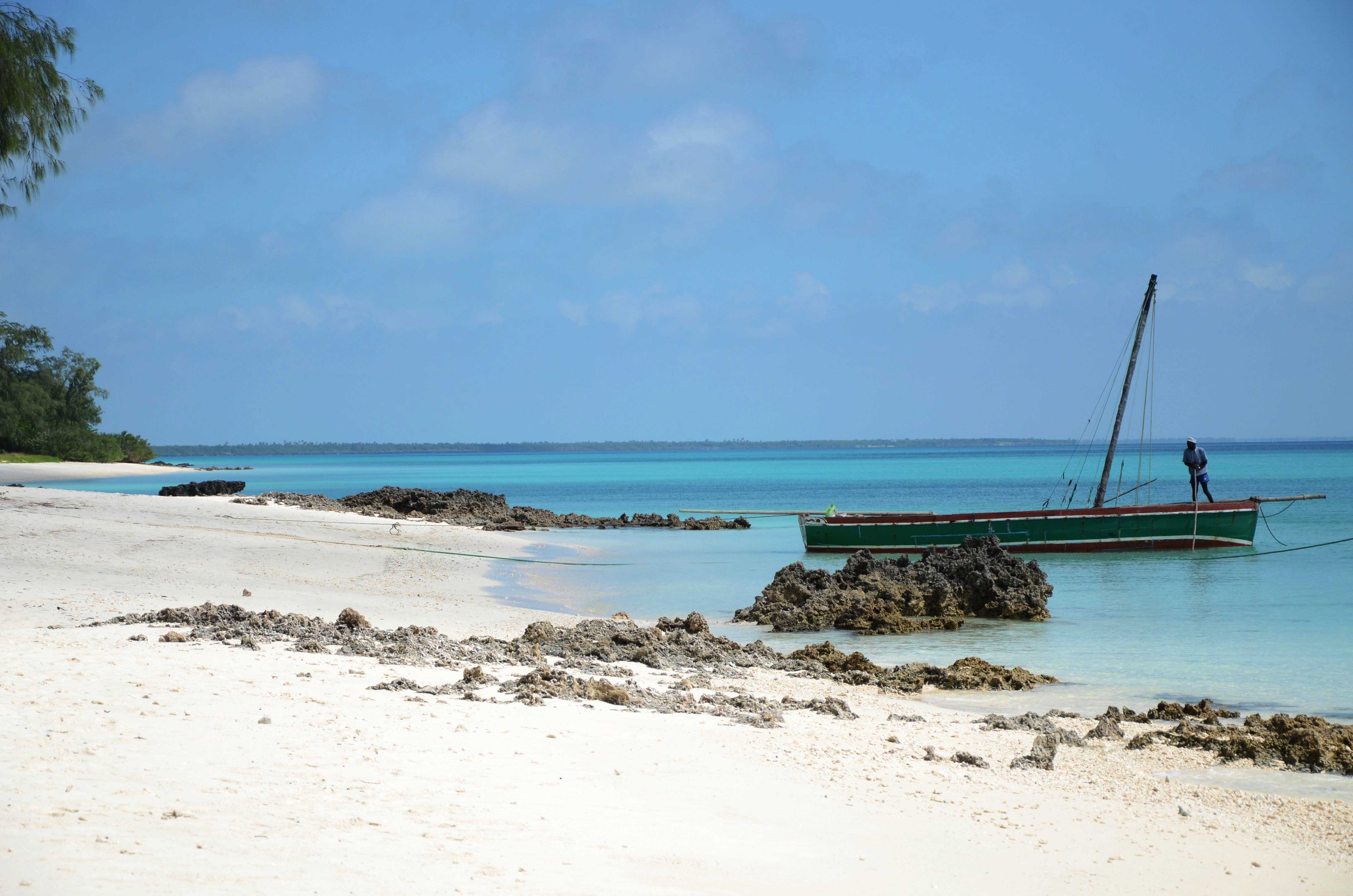 White-sand-and-turquoise-waters-in-Vamizi-Island