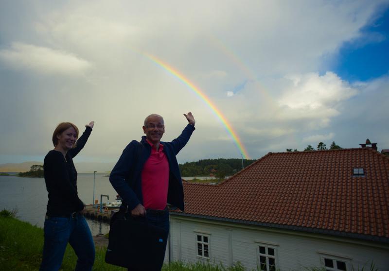 """Katrine og Olli under regnbuen - vi har hatt mye forskjellig vær denne uken - ofte bra """"innevær"""""""