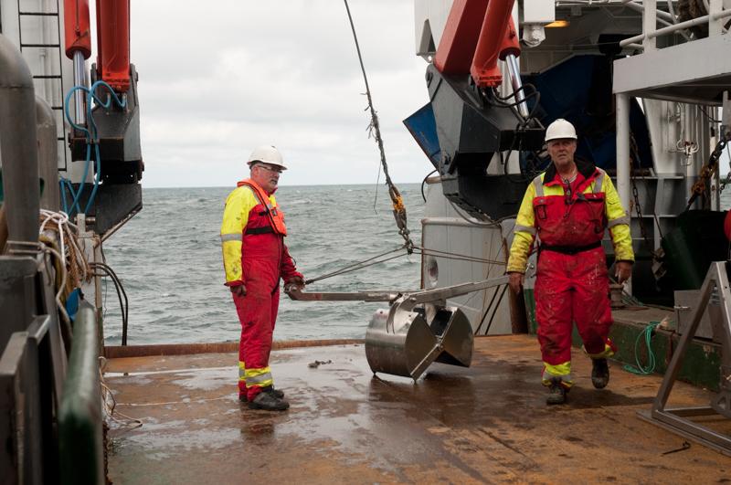 Grabb på vei ut - legg merke til den åpne kjeften, klar til å samle havbunn. Foto: AHS Tandberg