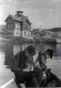 """Innsamling ved marinbiologisk stasjon i Drøbak. Foto fra web-utstillingen """"Alma Maters Døtre"""" - UiO"""