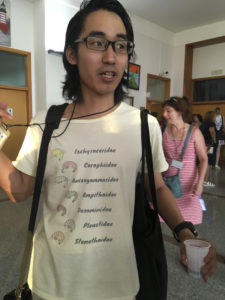 Den japanske t-skjorten var litt mer behjelpelig faglig... (nå er det bare å se de store forskjellene mellom familiene) (foto: AH Tandberg)